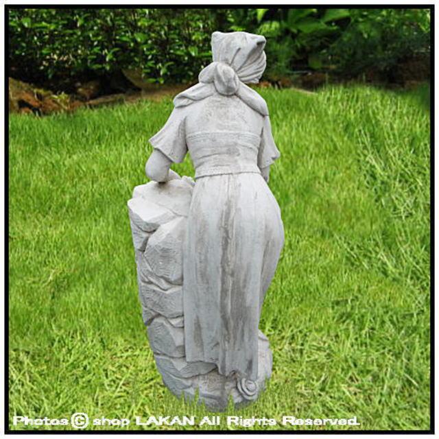 ヴィーナス アンフォラの壺と農婦 石像